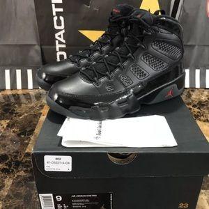 Jordan retro 9 bred black